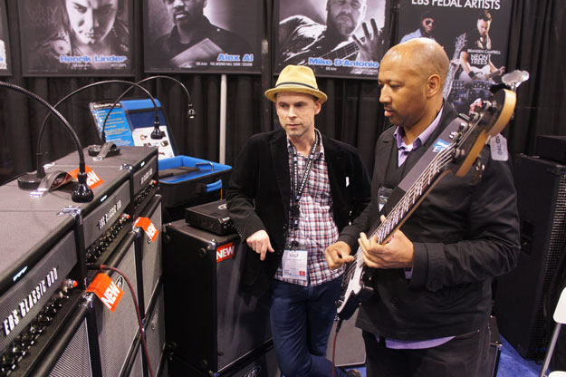 Alex Al checking out the EBS Classic 500 and the new ValveDrive DI.